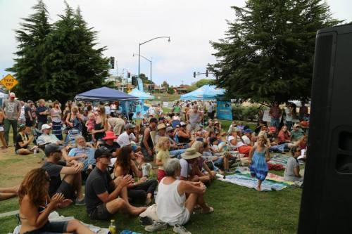summer fun crowd pic
